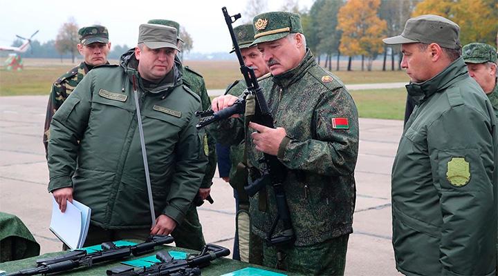 СРОЧНО! Лукашенко стягивает войска к границам России